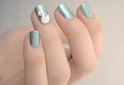 短指甲美甲step 1:这款短指甲美甲图案