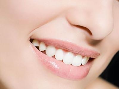 牙齿美白 >健康美白牙齿的小窍门   女人爱美是天性,就算在是小朋友都