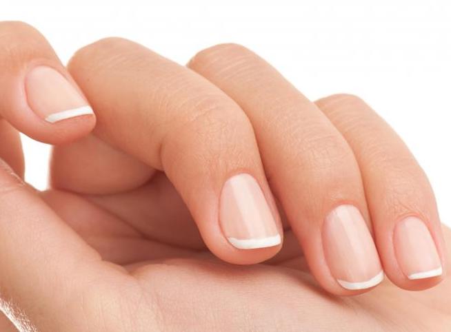 从手指甲看疾病-如何从指甲看老人得什么病?   1、白色斑点   ①点状白甲   大家在日常