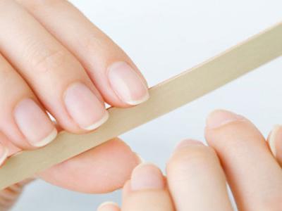 指甲易断可能是缺维生素a图片