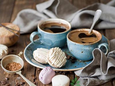 但会容易使人失眠,所以,很多老人都不敢喝咖啡,怕会影响睡眠.