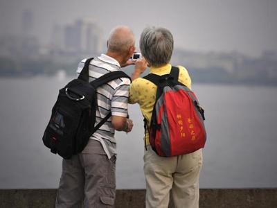 老人旅游要�r太低可能是陷阱