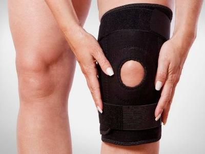 一条腿膝盖弯曲,使大腿与小腿的角度小于直角