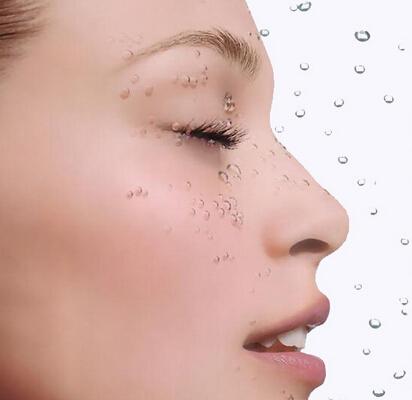 夏天保湿的正确方法1 其实化妆水只是作用在角质层