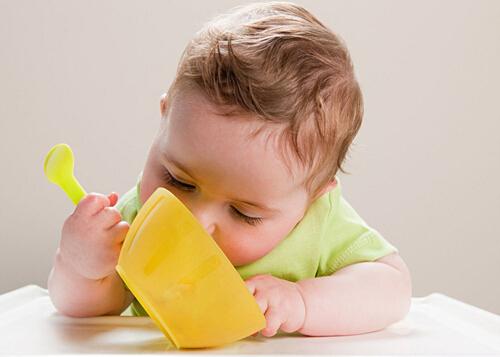 宝宝爱出汗是缺钙吗?