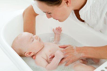 新生儿洗澡细节多 洗澡顺序大有讲究