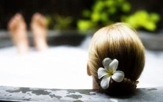 女性泡澡时放这10种东西有好处
