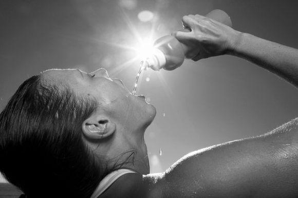 喝水养生5技巧 按需喝水保健康