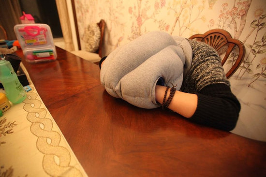 睡前5件事助眠 梳�^除大�X疲��