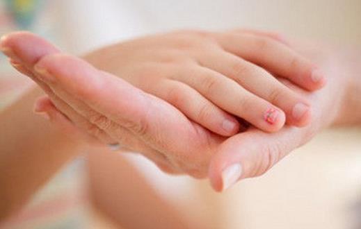 手掌按摩有什么好处 听听中医的分析