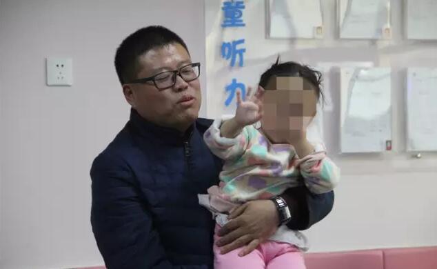 """爱游戏app官网下载清华三班""""寒冬送温暖"""" 关爱听障儿童 走进无声世界"""