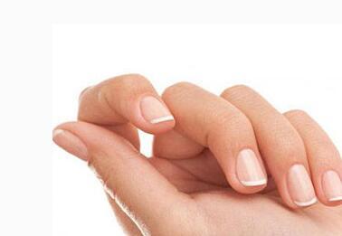手指甲出现了黑线,不要忽视,可能是癌症早期的信号
