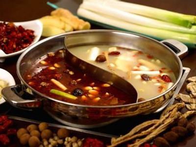 因此在吃火锅时,千万不要忘记邀请可爱的蔬菜童鞋,像冬瓜,大白菜,菠菜