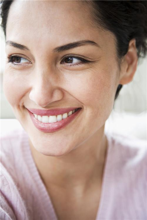 女人更年期脱发是什么原因呢?