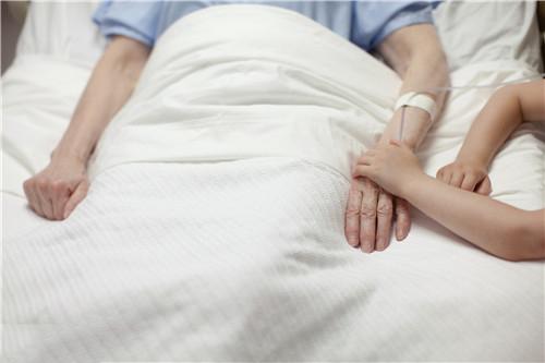 哪种睡姿适合老年人?