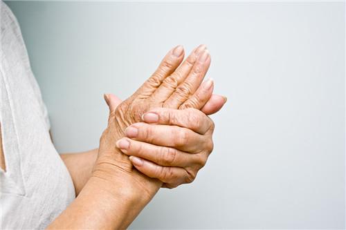 拍手给老年人健康加分 拍手姿势有几种?
