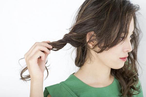 没有发胶也能固定头发 早上起来,头发乱糟糟的.图片