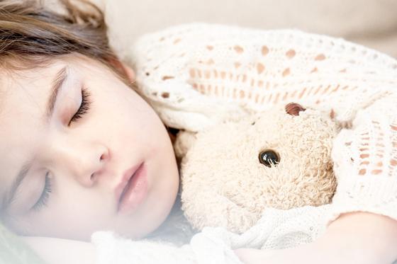 儿童自闭症的诱发原因有哪些