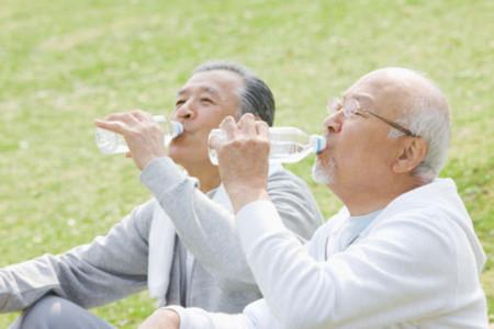 老年人去山上避暑真的是洗肺吗