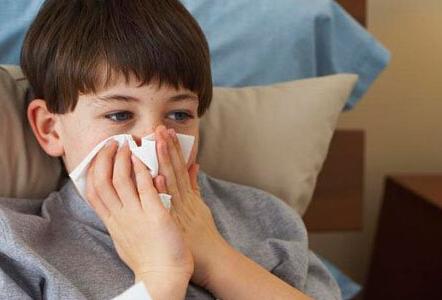 小孩大哭的可爱图片